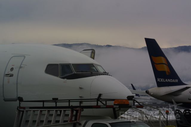 Boeing 737-700 (C-GWBX) - Westjet 737-7CT and an Icelandair Boeing 757-256 in the background