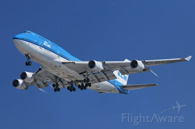 Boeing 747-200 (PH-BFA) - A KLM Royal Dutch Airlines operated Boeing 747-400 series jumbo jet on final approach in the morning, to the Los Angeles International Airport, LAX, in Westchester, Los Angeles, California