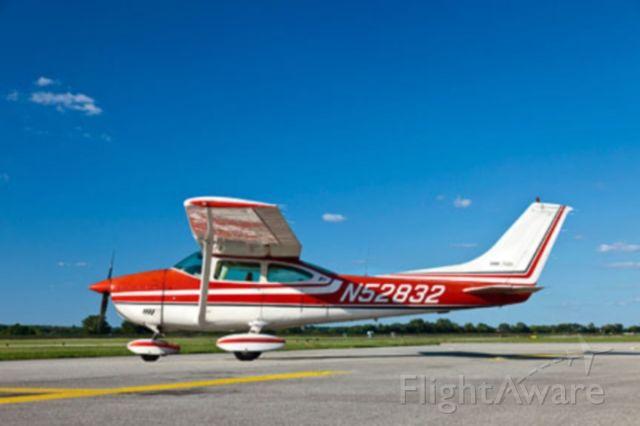 Cessna Skylane (N52832)
