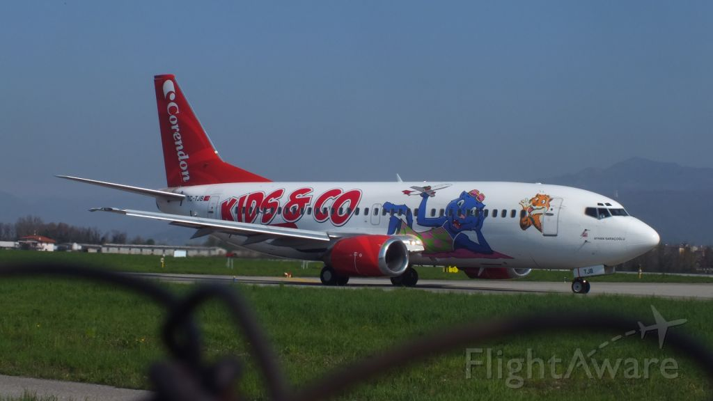 """Boeing 737-700 (TC-TJB) - painted in """"Kids & Co"""" special colours"""
