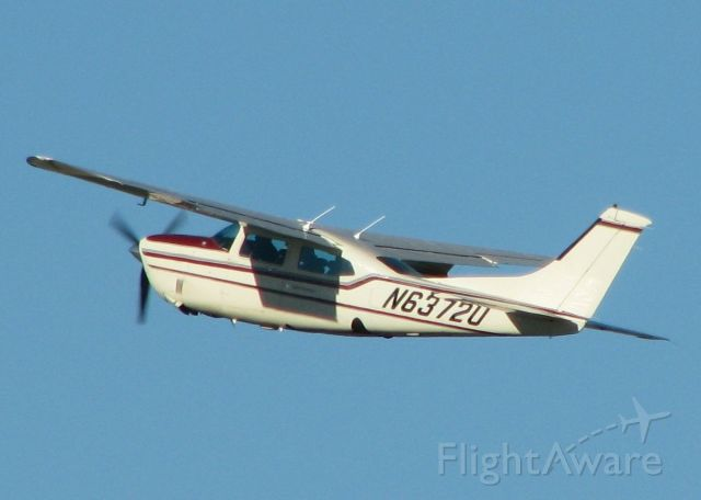 Cessna Centurion (N6372U) - Wheels up after departing 32 at Downtown Shreveport.