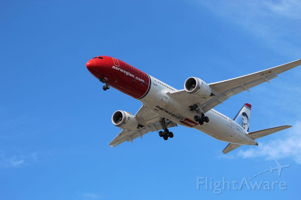 Boeing 787-9 Dreamliner (LN-LNI) - We found rudolph landing on 27C
