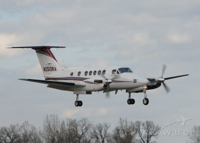 Beechcraft Super King Air 200 (N280RA) - Landing on 14 at Downtown Shreveport.