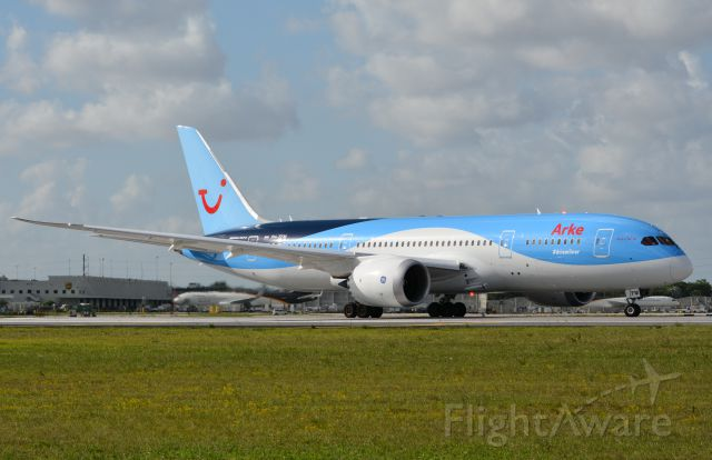 Boeing 787-8 (PH-TFM) - Finally good weather to photograph the latest Dreamliner service at KMIA!