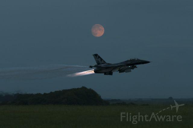 Lockheed F-16 Fighting Falcon (SFR101) - Meeting....sunset...moonbr /br /Immat FA-101