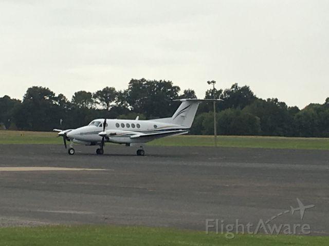 Beechcraft Super King Air 200 (N404J)