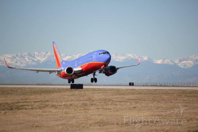 Boeing 737-700 (N643SW) - Departing runway 8