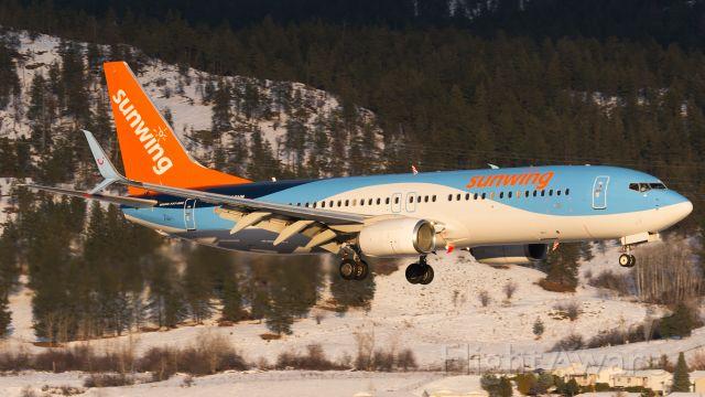 Boeing 737-800 (C-GQWM)