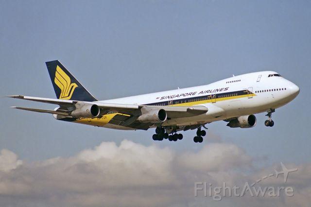 Boeing 747-200 (9V-SQR) - Adelaide, South Australia, 23 September 1989. Regular SIA passenger service on short final for Rw 23.
