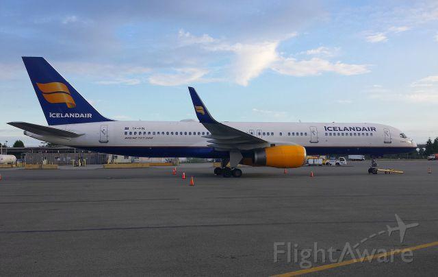 Foto von ice 757 tf fin flightaware for Table th td tf