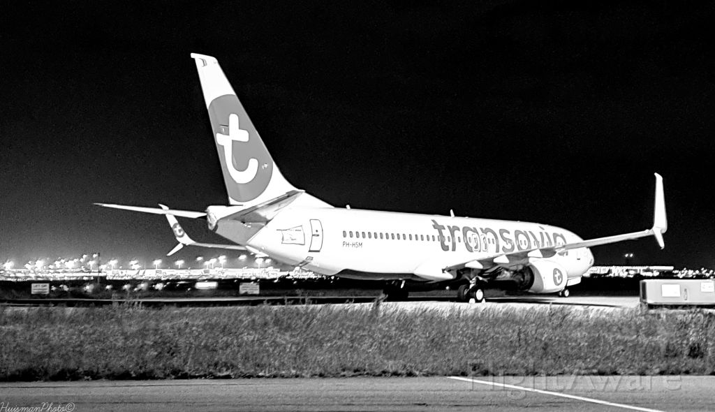 Boeing 737-800 (PH-HSM) - Parked at M-Apron at Amsterdam airport schiphol (EHAM). Beauty in the night.