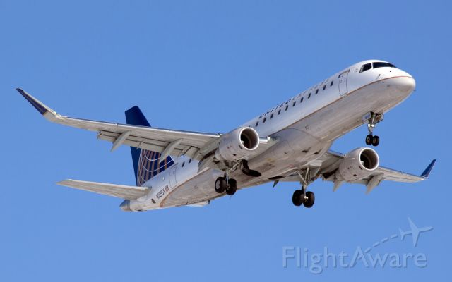 Embraer 175 (N165SY) - A United Express / SkyWest Embraer E-175 on final approach to CYWG / Winnipeg. Nice change of aircraft from the usual CRJ