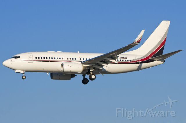 Boeing 737-700 (N129QS)