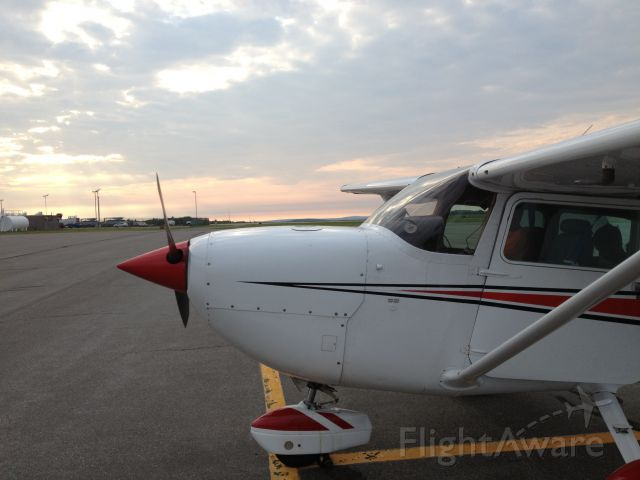 Cessna Skyhawk (N18NS) - Getting ready to depart early morning from KBGM