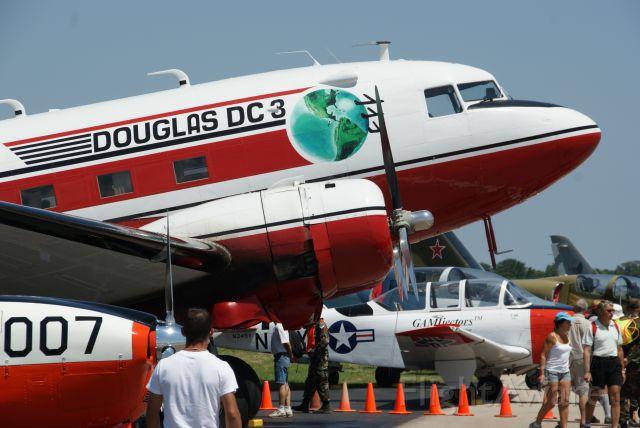 Douglas DC-3 (N728G)