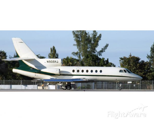 Dassault Falcon 50 (N909VJ) - The Falcon 50 is derived from the 10 and 20 series. Very good aircraft, built to French military quality standards. Raw photo courtesy of LEARJETMIAMI - thank you!