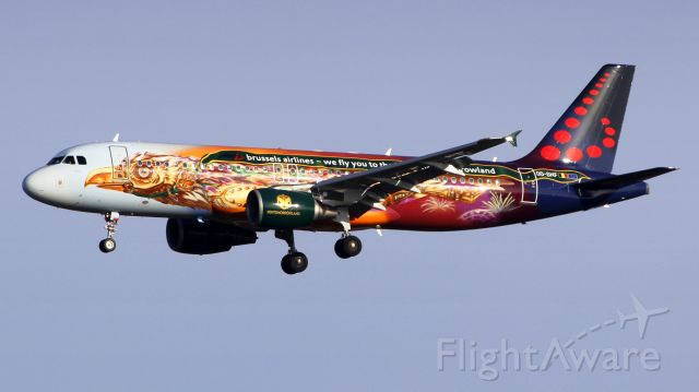 Airbus A320 (OO-SNF)