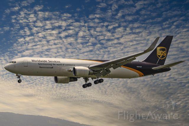BOEING 767-300 (N351UP)