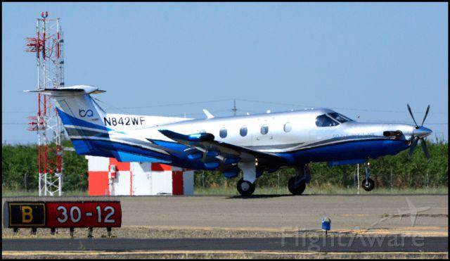 Pilatus PC-12 (N842WF) - Landing Runway 30, Merced Regional Airport