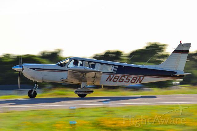 Piper Cherokee (N8658N)