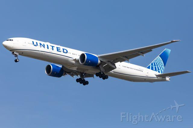 BOEING 777-300ER (N2251U)