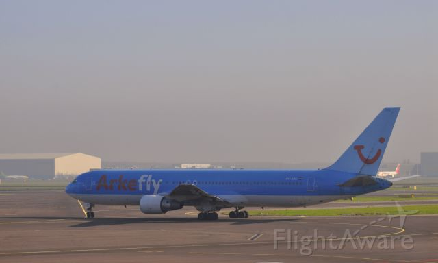 BOEING 767-300 (PH-AHQ) - Arkefly Boeing 767-383(ER) PH-AHQ in Amsterdam