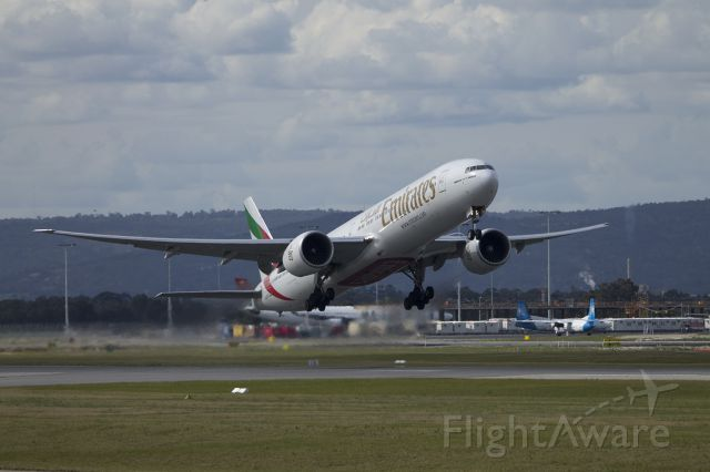 Boeing 777-200 (A6-EGC) - A6-EGC taking off on an overcast Sunday afternoon in Perth, Western asutralia