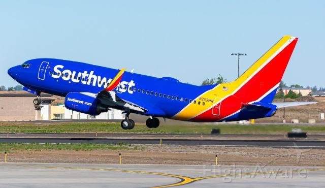 Boeing 737-700 (N253WN)