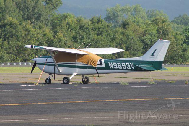 Cessna Skyhawk (N9693V) - Parked at tie downs