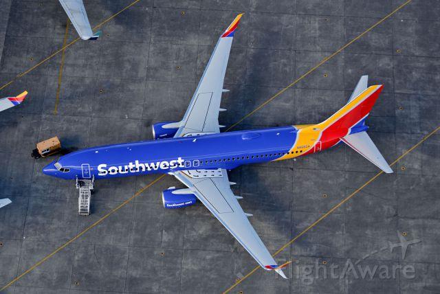 Boeing 737-800 (N8660A)