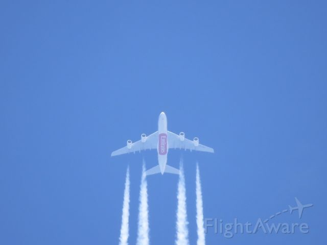 — — - Emirates 225 flying over Klamath Falls, OR at about FL330.  Taken with a Canon SX50HS.