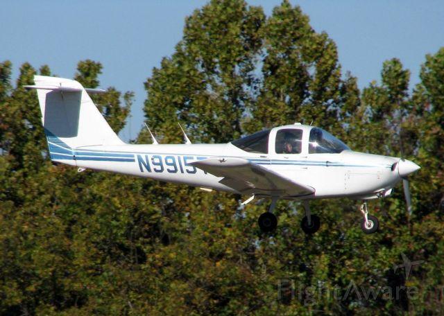 Piper Tomahawk (N9915T) - Landing at Downtown Shreveport.