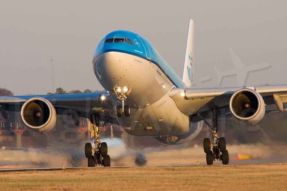 Airbus A330-200 (PH-AOH) - KLM22 departing to Schipol (EHAM).