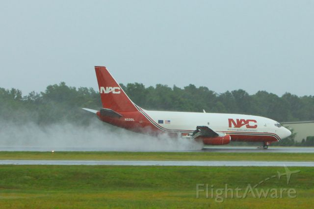 Boeing 737-200 (N321DL) - N321DL landing at the Hickory Airport in a heavy rain.