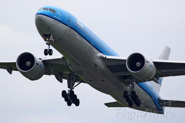 BOEING 777-300 (PH-BQA)