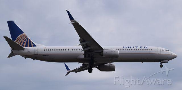 Boeing 737-700 (N68802)
