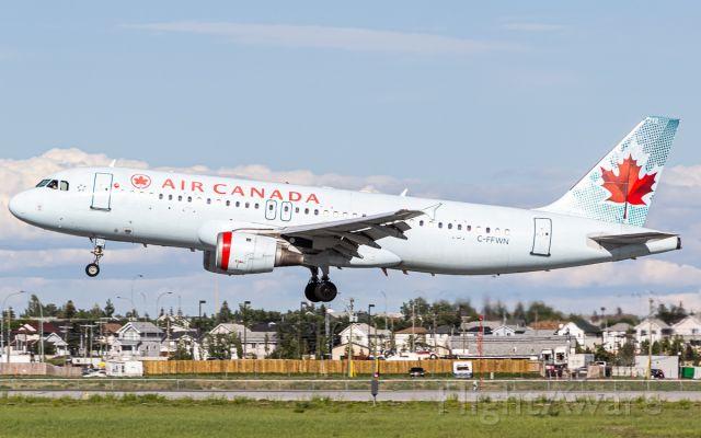 Airbus A320 (C-FFWN)