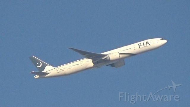 BOEING 777-300 (AP-BID) - PIA