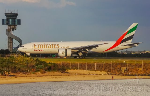 Boeing 777-200 (A6-EFE) - Emirates SkyCargo (A6-EFE) B777-200F Arriving From Singapore
