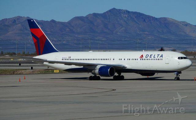 BOEING 767-300 (N1402A)