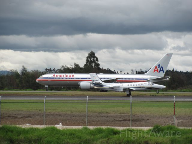 N386AA — - BOEING 767-300 AMERICAN AIRLINES TAXING TO TAKE OFF TO  MIAMI, CESSNA CITATION HK-4597 PAS AIRLINES LANDING RUNWAY 13R