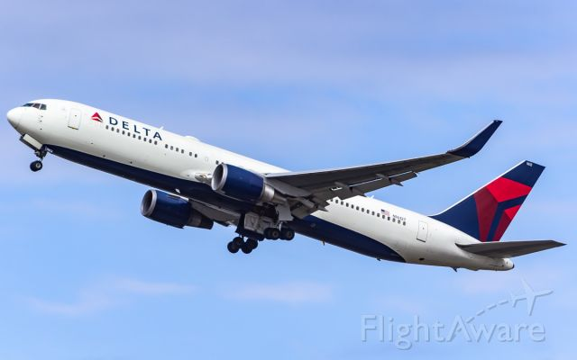 BOEING 767-300 (N1612T)