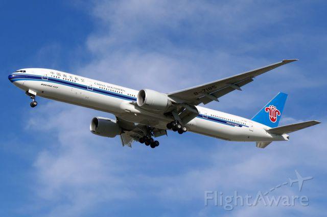 BOEING 777-300ER (B-7185)