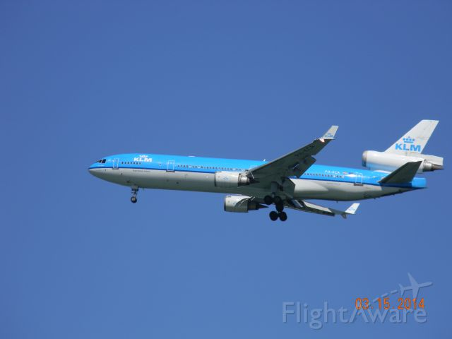 Boeing MD-11 (PH-KCA) - Ah, How I miss seeing the passenger MD-11. On the KSFO final.