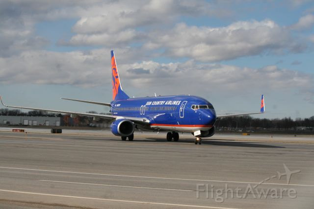 Boeing 737-800 (N827SY) - Coming in to pick up Colgate for the NCAA Tournament