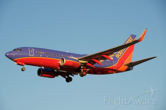Boeing 737-700 (N775SW) - Landing runway 30L KHOU