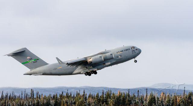 Boeing Globemaster III (00180) - Off runway 08