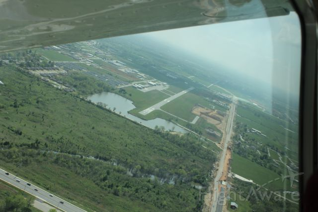 Cessna Skylane (N10GL) - Landing approach from the north to Bentonville AR Municipal Airport in our 182RG.