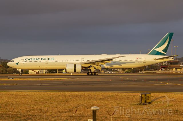 BOEING 777-300ER (B-KQR) - Cathay Pacific (B-KQR) Boeing 777-367(ER) at Sydney Airport.