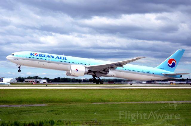 BOEING 777-300 (HL8218)